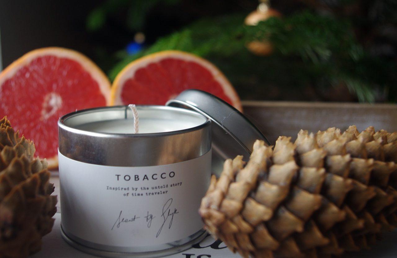 Nasze najlepsze świece o zapachu drzewa, żywicy i koniaku