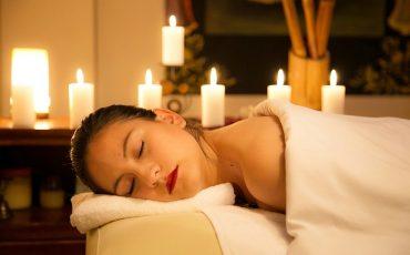 Świece do masażu-afrodyzjak czy odżywczy rytuał?