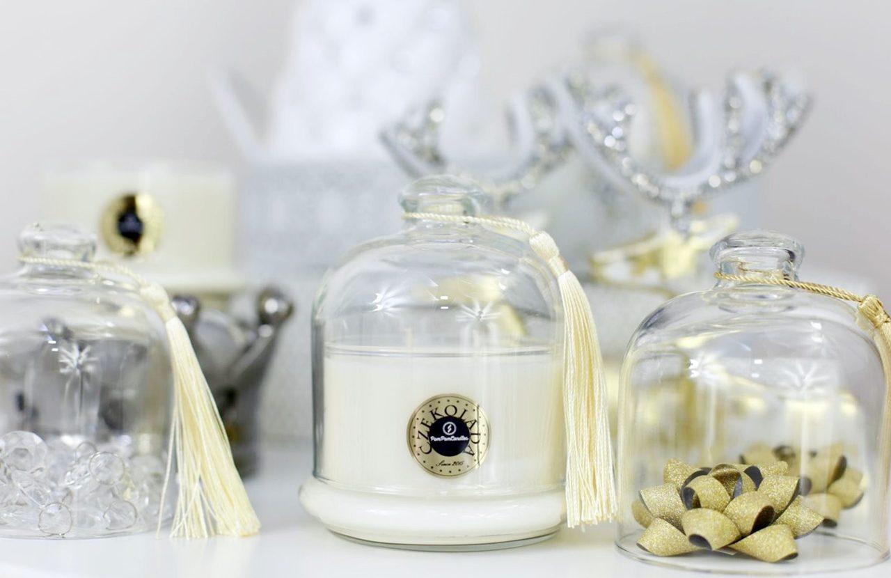 Eleganckie i dekoracyjne – świece w kloszach.